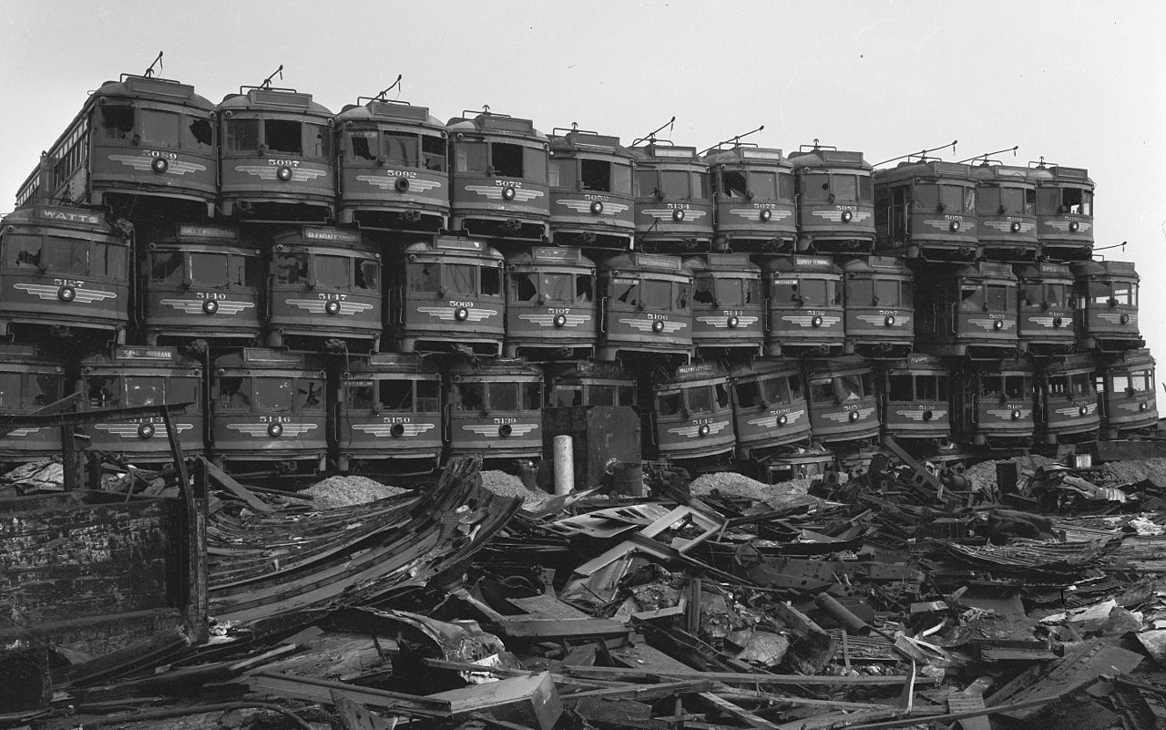 1280px-pacific-electric-red-cars-awaiting-destruction