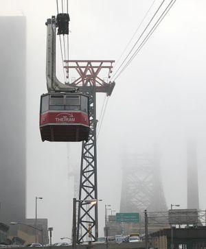 396px-roosevelt_island_tramway_foggy