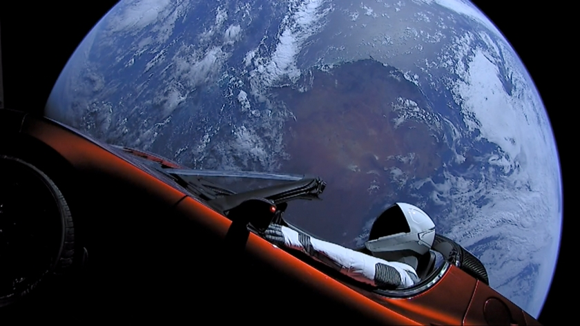 20180206-184141-elon-musk-tesla-roadster-falcon-heavy-demo-mission-side-earth