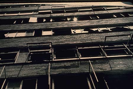 pruitt-igoe-vandalized-windows