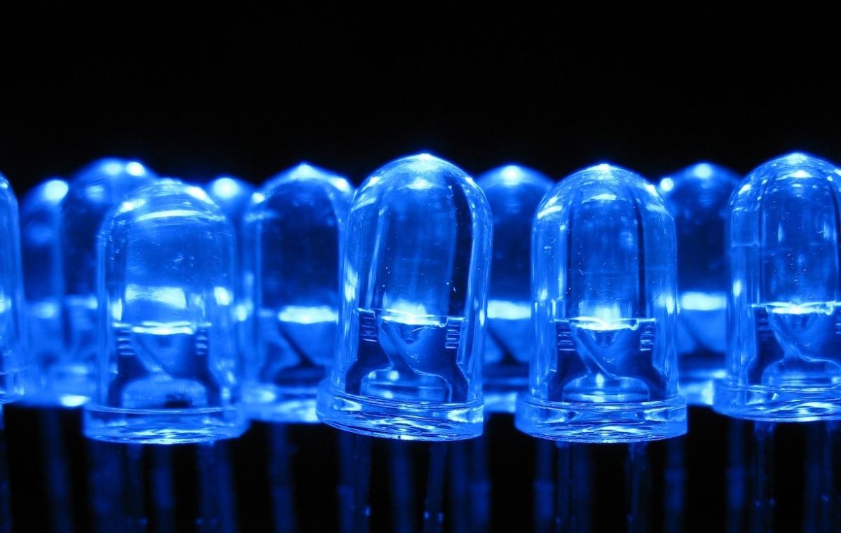 Kék fény krimi nélkül, avagy a boldogságszíne