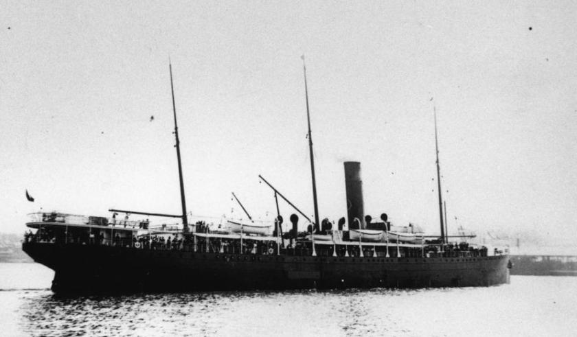 Az SS Warrimoo 1903-ban a tat felől háromnegyedes nézetben