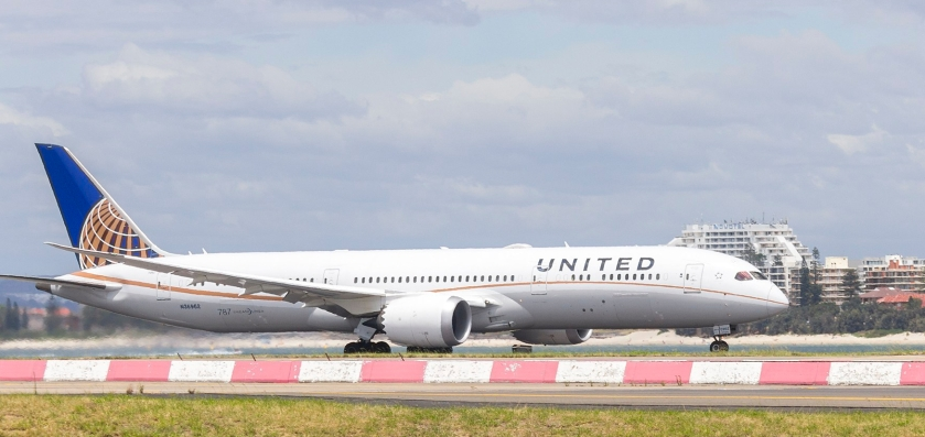 united_airlines_28n3696229_boeing_787-9_dreamliner_departing_sydney_airport